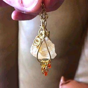 🇨🇦Quartz crystal pendant